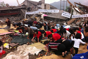 Believers kneel in the rubble of their former place of worship. - Photo: ChinaAid www.chinaaid.org