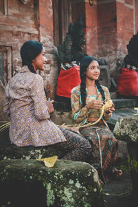 Indonesian girls - Photo: Unsplash / Cok Wisnu