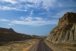 The Makran coastal highway - Photo: Wikipedia / Furqanlw www.wikipedia.org